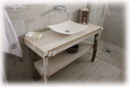 Meuble salle de bains en palette et bois flotte table de lit for Salle de bain en bois flotte