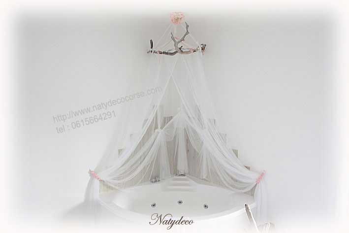 Ciel De Lit Bois Et Chiffon : Cintre et Ciel de lit en bois flott? avec voile et embrasse rose